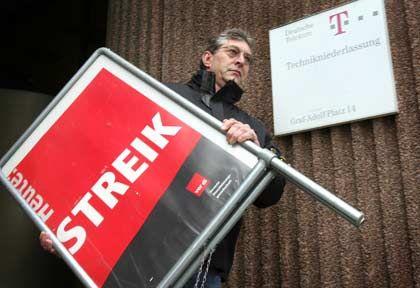 Abbau der Plakate? Am Dienstag entscheidet die Große Tarifkommission, ob die Verhandlungen mit der Deutschen Telekom wieder aufgenommen werden