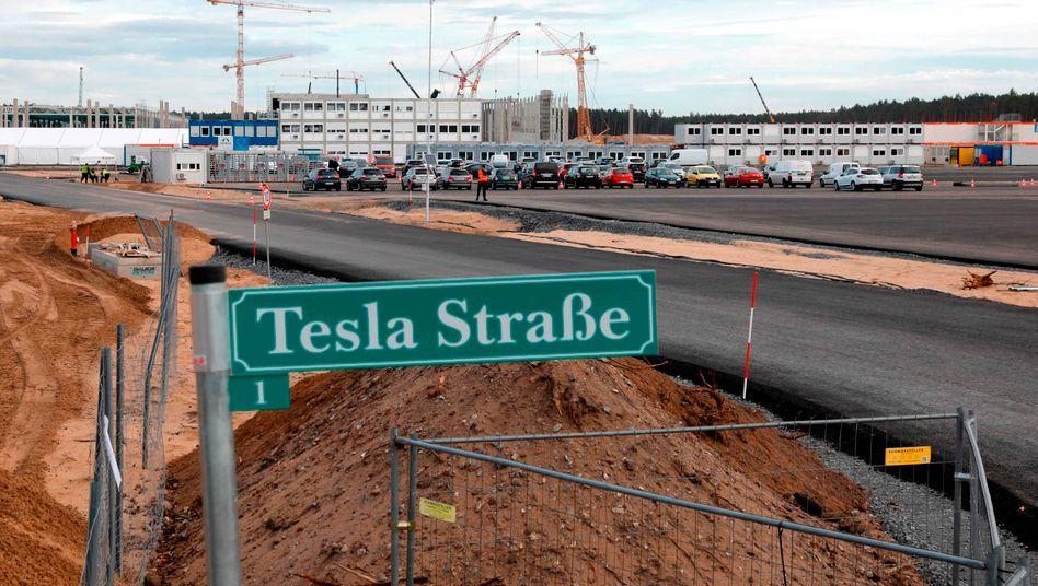 Wasser marsch: Auf der Baustelle der Gigafactory in Grünheide kann weitergearbeitet werden. Elon Musk und der Wasserverband Strausberg-Erkner haben zueinander gefunden