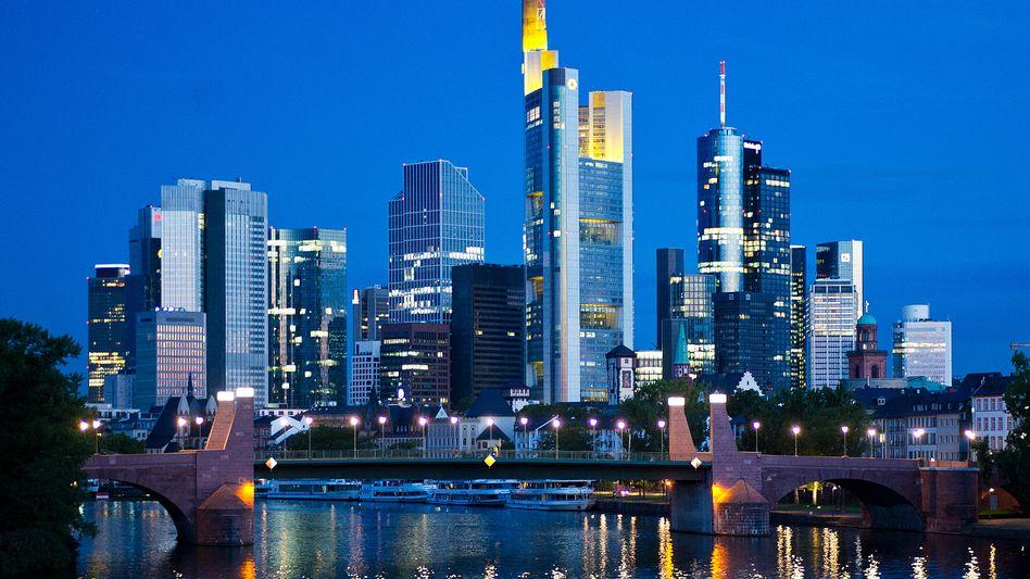Bankentürme in Frankfurt: Die Branche schlägt ob neuer Regulierungspläne Alarm.
