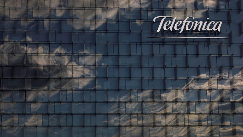 Kasse gefüllt: Fassade der Telefónica-Zentrale in Madrid