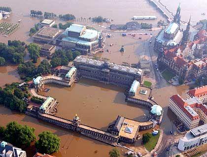 Land unter: Der Dresdner Zwinger und die historische Altstadt sind überflutet