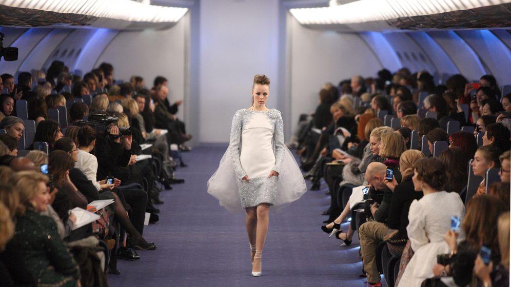 Pariser Couture-Schauen: Nur Fliegen ist genauso schön