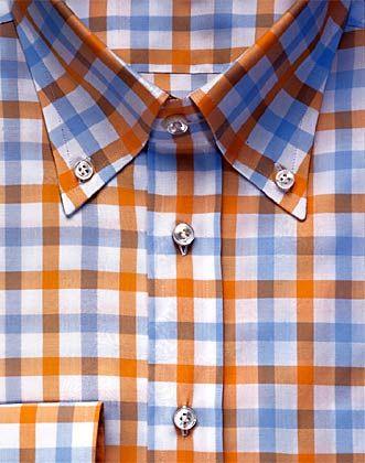 Materialkunde: Der perfekte Hemdenknopf ist aus Perlmutt und mit doppeltem Faden von Hand angenäht.