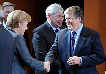 Krisengipfel: Kanzlerin Merkel, DGB-Primus Sommer (hinten), Deutschbanker Ackermann