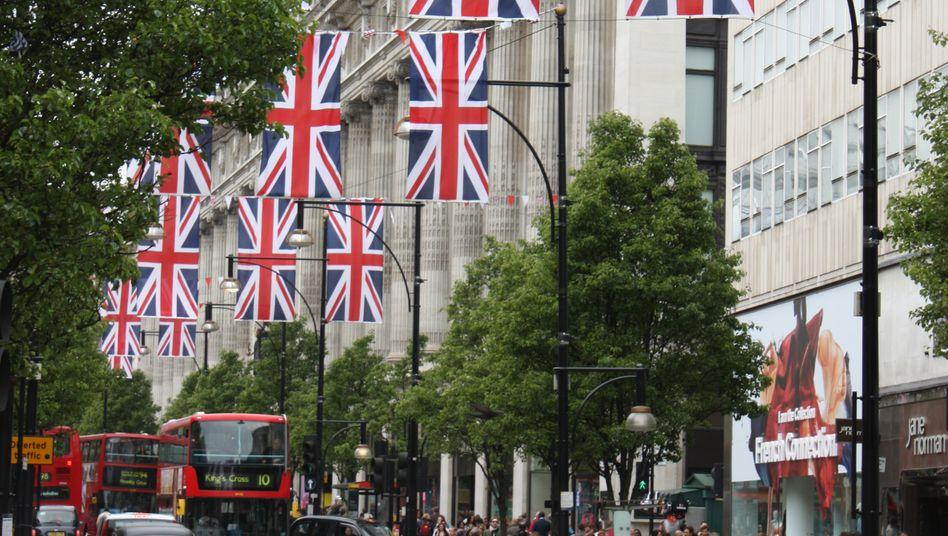 Oxford Street in London: Mit Englisch lässt sich manches überkleistern - und im Büro-Alltag sogar punkten.