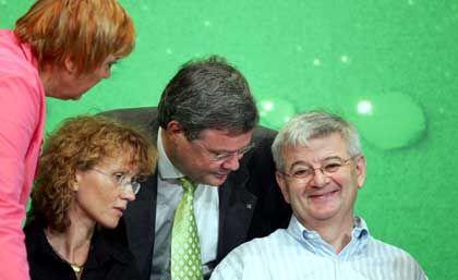 Grüne Joschka Fischer, Reinhard Bütikofer, Steffi Lemke und Claudia Roth (v.r.) in Berlin: Grünen-Vormann Fischer denkt laut über eine neue Luxussteuer nach