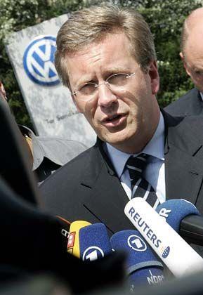 Kontrolleur: Christian Wulff, als Ministerpräsident Niedersachsens auch Präsidiumsmitglied des VW-Aufsichtrates, fordert rasche Aufklärung