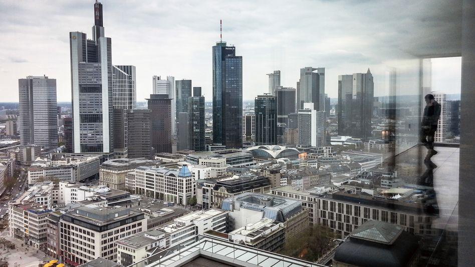 Banken-Skyline von Frankfurt: In einigen dieser Gebäude dürften Cum-Ex- und Cum-Cum-Investments ausgetüftelt worden sein.