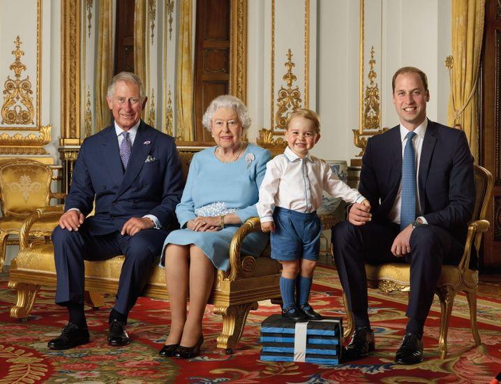 Der queen vermögen Das bescheidene