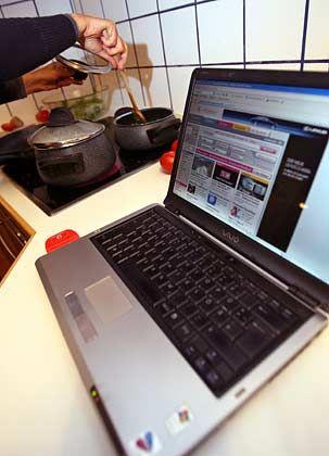 Schutz ist ein Muss: Wer per W-Lan online geht, sollte sein Funknetzwerk verschlüsseln, damit keine Fremden mitsurfen können