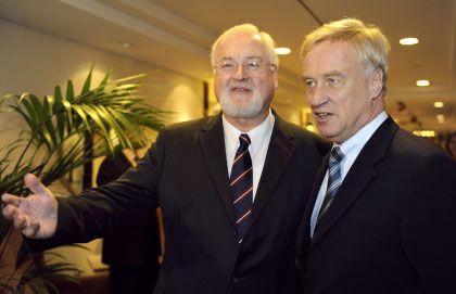 Handelseinig: Schleswig-Holsteins Ministerpräsident Carstensen (l.) und Hamburgs Bürgermeister von Beust