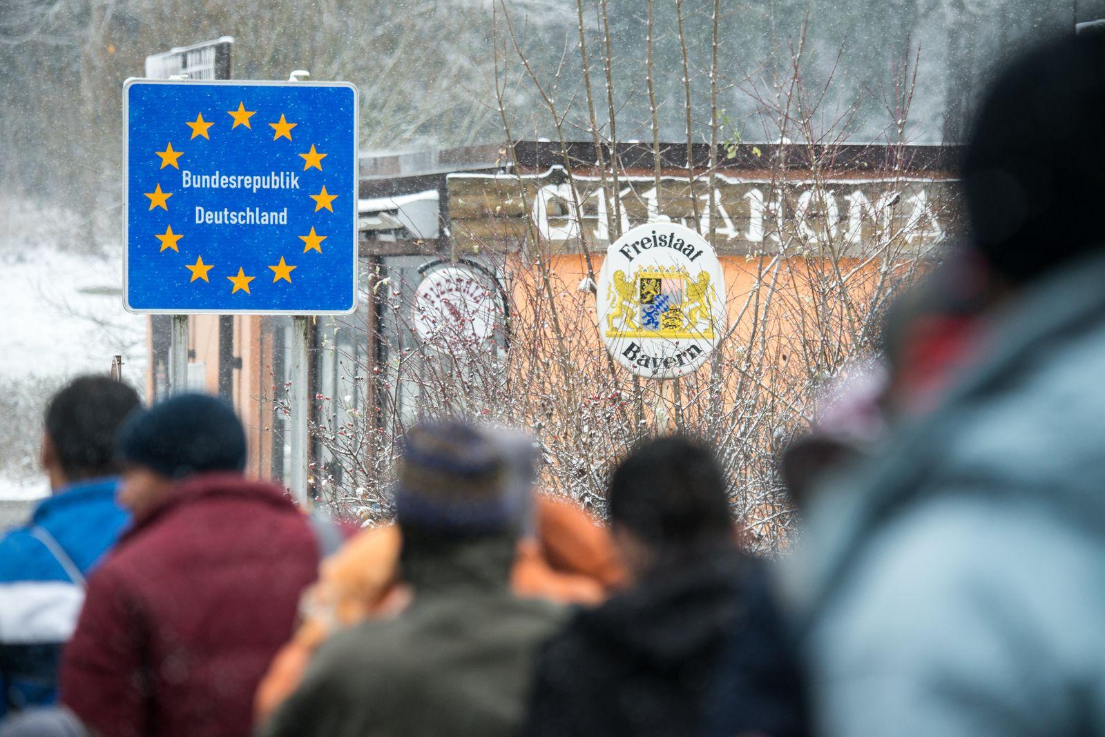 Wintereinbruch trifft Flüchtlinge / Deutsche Grenze