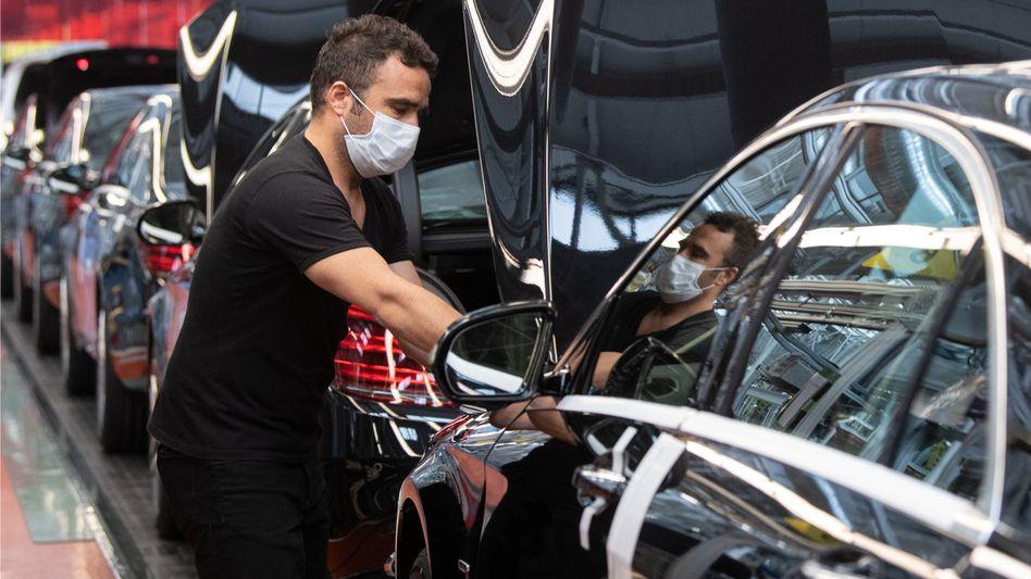 Die Autoindustrie, an der viele Arbeitsplätze hängen, bleibt ein Unsicherheitsfaktor für die Erholung der deutschen Wirtschaft.