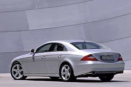 Mercedes CLS: Kraftpaket in eleganter Hülle. Mit neu entwickeltem 3,5-Liter-Sechszylinder entwickelt der CLS mit 272 PS, als Fünfliter-V8 gehen 306 PS zu Werke. Beschleunigung von 0-100 km/h in 7 Sekunden, auf Wunsch mit ausgereifter Siebengang-Automatik