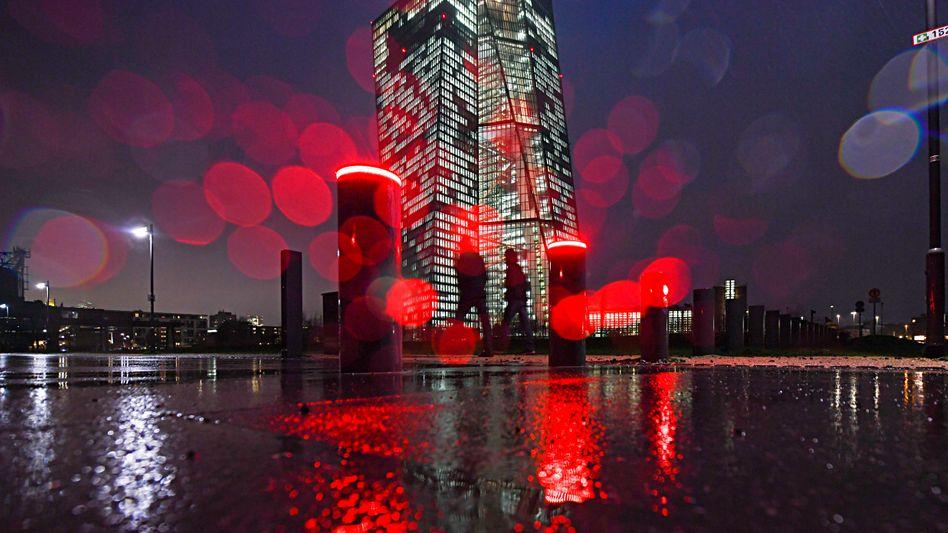 EZB: Niedrige Zinsen, hohe Risiken
