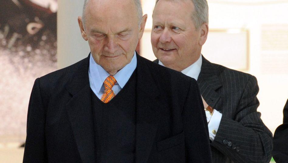 Ferdinand Piëch (vorn) und Wolfgang Porsche: Komplexes Konstrukt zum familiären Vermögensschutz
