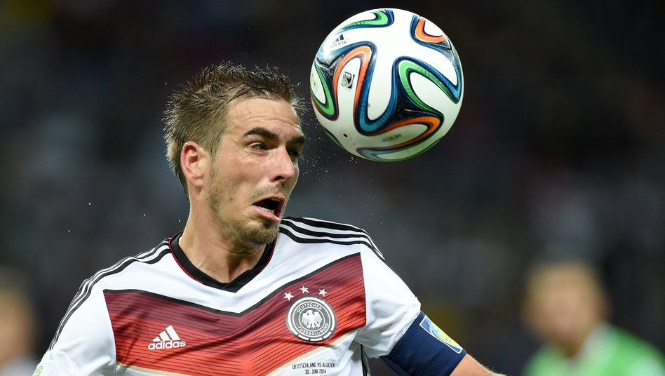 Philipp Lahm: Auch auf der Verteidigerposition kaum zu ersetzen. Doch für das Viertelfinale gegen Frankreich gibt Bundestrainer Löw dem Spieler quasi eine Einsatzgarantie für das Mittelfeld