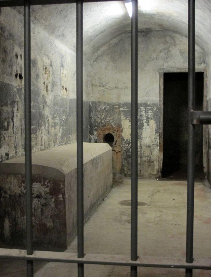 Unterirdischer Bunker im Jardin El Capricho: Im Spanischen Bürgerkrieg wurde hier gegen Franco operiert