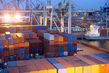 Containerschiff in Hamburg: Der Außenhandel bleibt wichtigste Stütze der deutschen Konjunktur