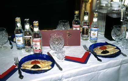"""Blini, Kaviar und drei Sorten Wodka: So üppig geht es nur in einem der Luxuszüge wie dem """"Zarengold"""" zu"""