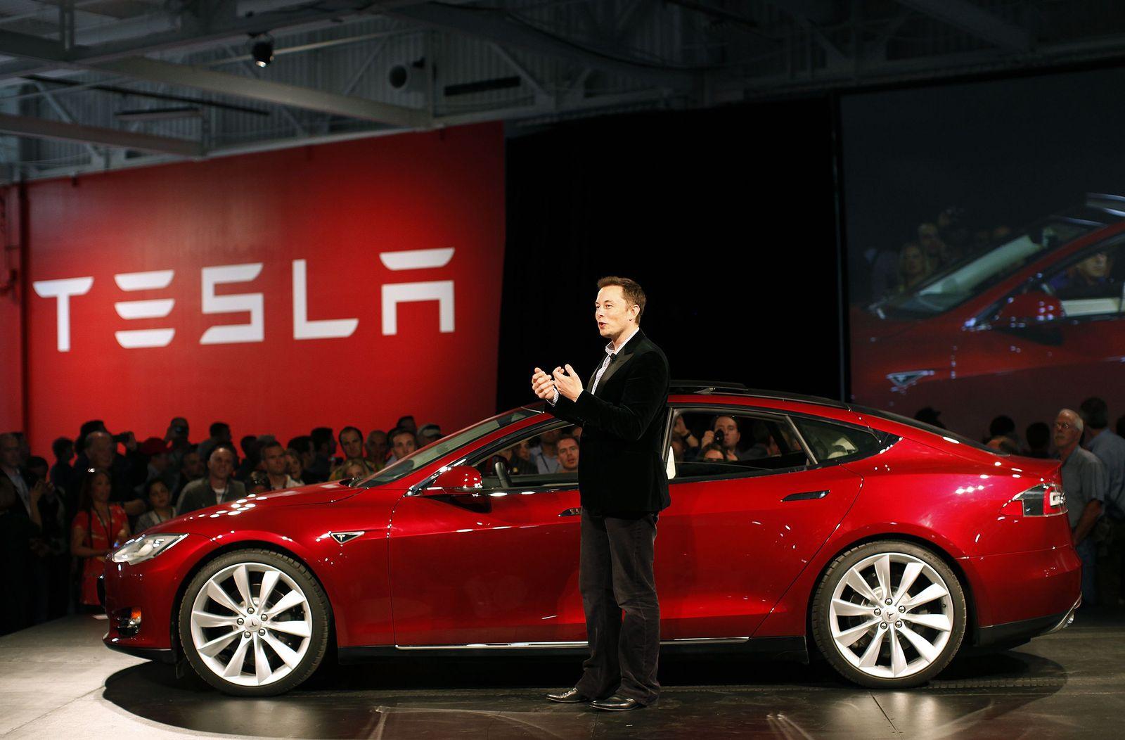 Elon Musk / Model S