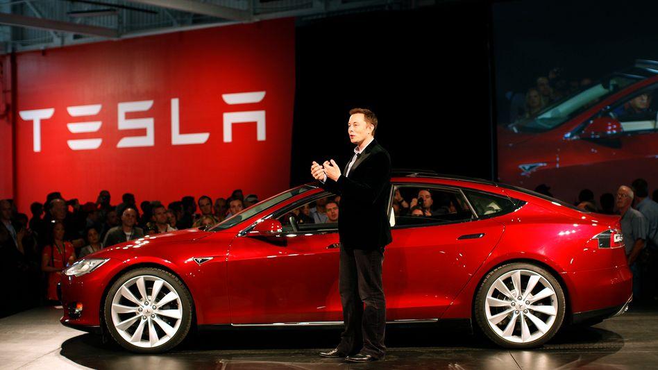 """Tesla Chef Elon Musk: """"Keine Alternative"""" zum Jobabbau - """"Unsere Autos sind für die meisten Menschen zu teuer"""""""