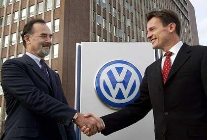 Wolfgang Bernhard (r.) mit VW-Chef Bernd Pischetsrieder: Bernhard wird Vorstand bei Volkswagen im Februar kommenden Jahres