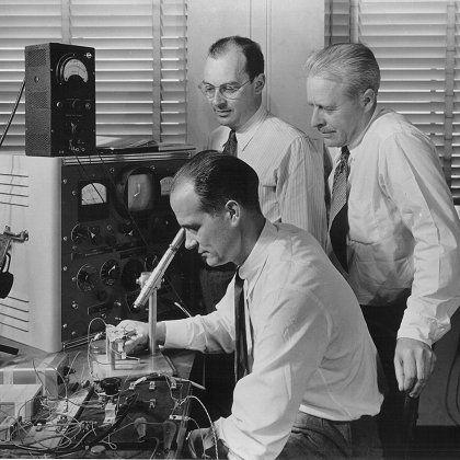 Rückbesinnung auf Bewährtes: Erfinder (des Transistors) bei der Arbeit