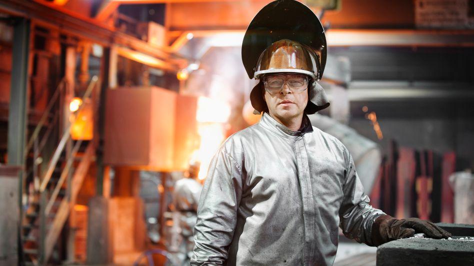Ressourcenpolitik: Absehbar plagt Arbeitskräfteknappheit die deutsche Volkswirtschaft. Die heimische Erwerbsbevölkerung droht zu schrumpfen.