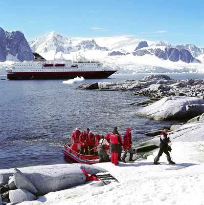 Anlandung auf Petermen Island in der Antarktis: Expeditionsschiffe fahren zu Orten, an denen erst wenige Menschen gewesen sind