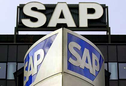 """""""Noch der richtige Standort?"""": SAP-Schriftzug an der Firmenzentrale in Walldorf"""