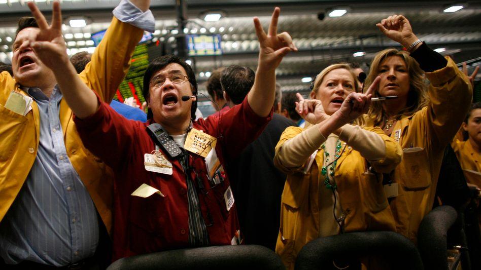 Händler an der Rohstoff- und Edelmetallbörse in Chicago: Der Goldpreis wird stark durch den Handel mit Optionen und Futures, dem sogenannten Papiergold, beeinflusst
