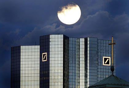 Zum Spagat gezwungen: Die Stimmung unter Aktionären der Deutschen Bank ist eher frostig
