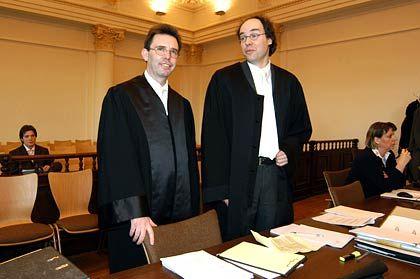 Vertreter des Adhäsionsantrags: Rechtsanwälte Taschke und Rakob von der Sozietät Clifford Chance