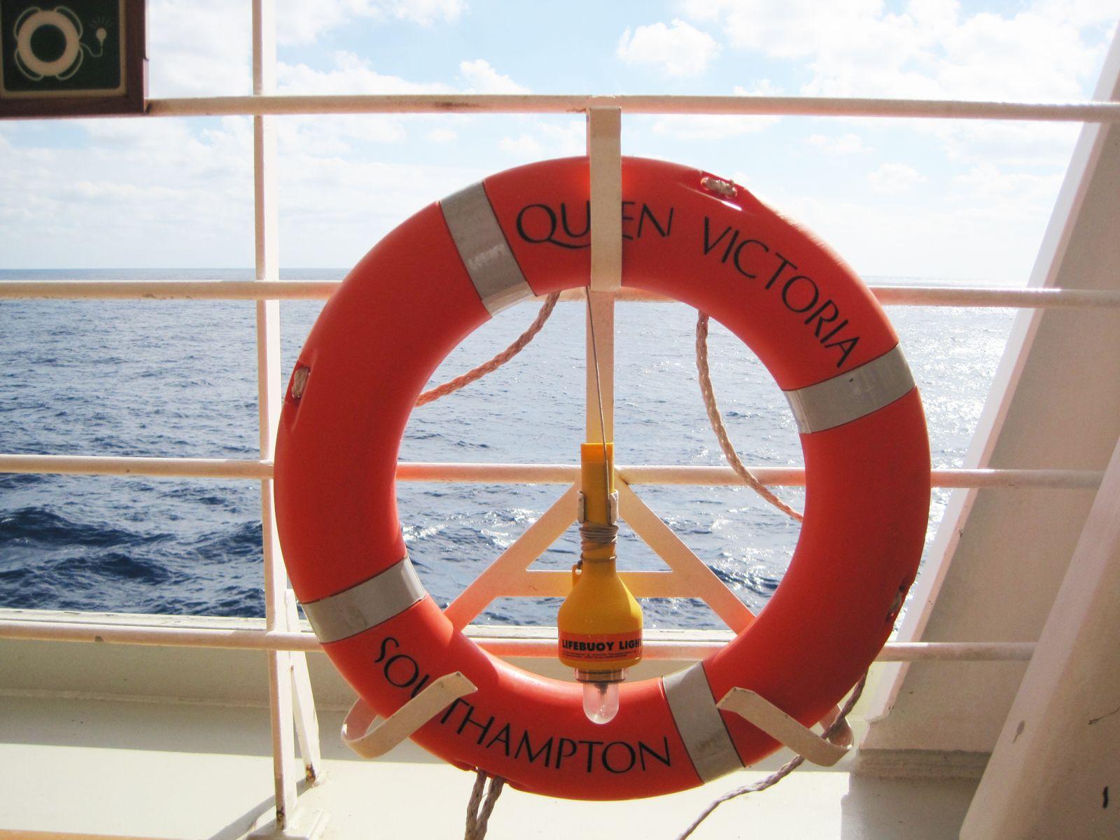 Queen Victoria / Kreuzfahrtschiff / Rettungsring/2010
