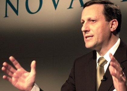 Daniel Vasella, Novartis Bezüge 2002: 13,74 Mio. € Wertschöpfung nach Eigenkapitalkosten: -20% Der höchstbezahlte Manager Europas kassierte neben einem Grundgehalt von 3,07 Millionen Euro noch Optionen und Aktienrechte in Höhe von 10,67 Millionen Euro.