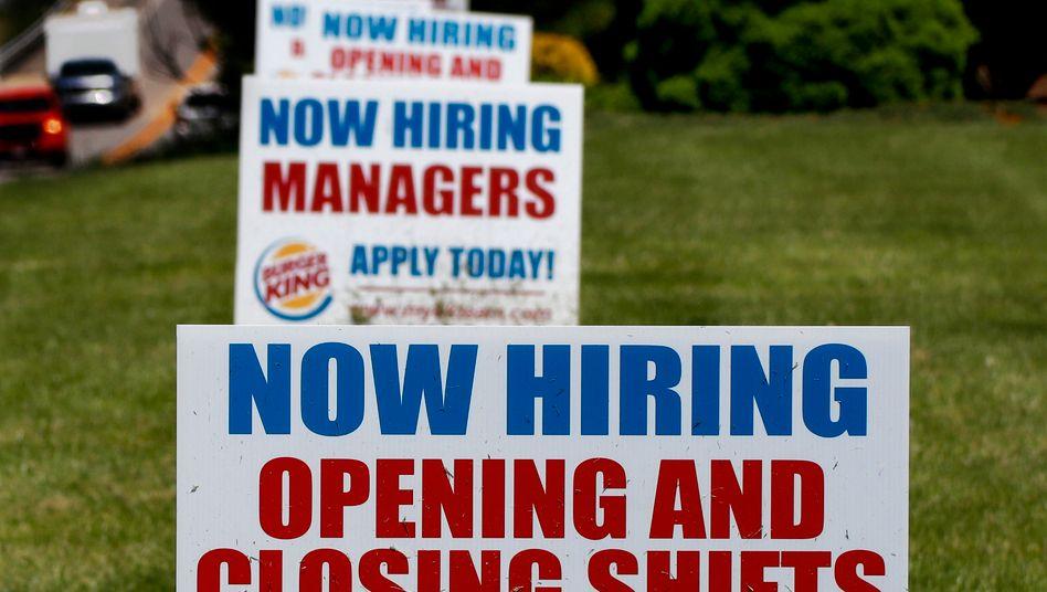Neue Jobs: Durch die Lockerungen steigt die Zahl der Beschäftigen in den USA - ebenso wie die Zahl der Neuinfektionen