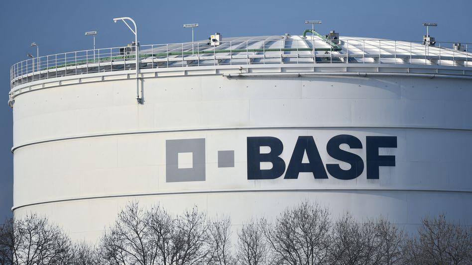 BASF-Speicherbehälter im Werk in Ludwigshafen: Die Chemiebranche hatte 2019 kein gutes Jahr