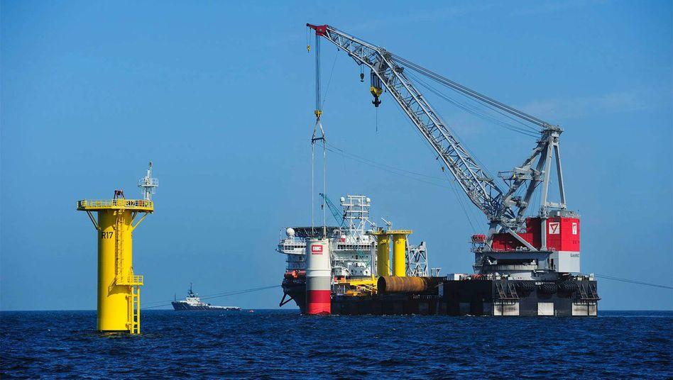 Errichtung von Windkraftanlagen in der Nordsee: Der Netzausbau könnte zum Teil von der Allianz finanziert werden