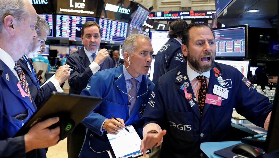 Händler an der Wall Street: Erfreuliche Konjunkturdaten treiben am Montag die US-Aktienkurse an.