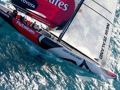 Emirates Team New Zealand: Wiedererstarkt dank Grant Dalton. Der erfahrene Skipper soll in die Fußstapfen von Sir Peter Blake treten. Er hat die Nation, eine starke Mannschaft und genug Geld hinter sich.