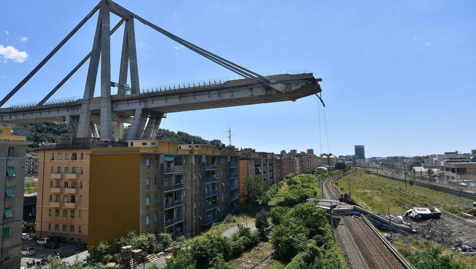 Katastrophe von Genua: Die Ursache ist noch unklar, italienische Politiker machen aber den Brückenbetreiber für den Einsturz verantwortlich