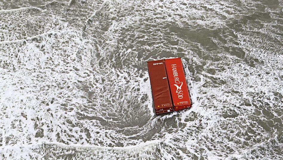 Ein Container, Sinnbild der Globalisierung, im Meer - allerdings ohne Schiff.