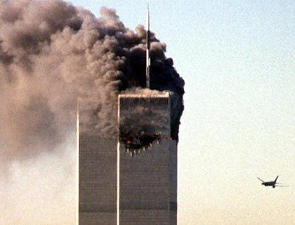 Von Terroristen entführt, zur Bombe umfunktioniert: United Airline Flug Nummer 175 aus Boston im Anflug auf das bereits brennende World Trade Center in New York