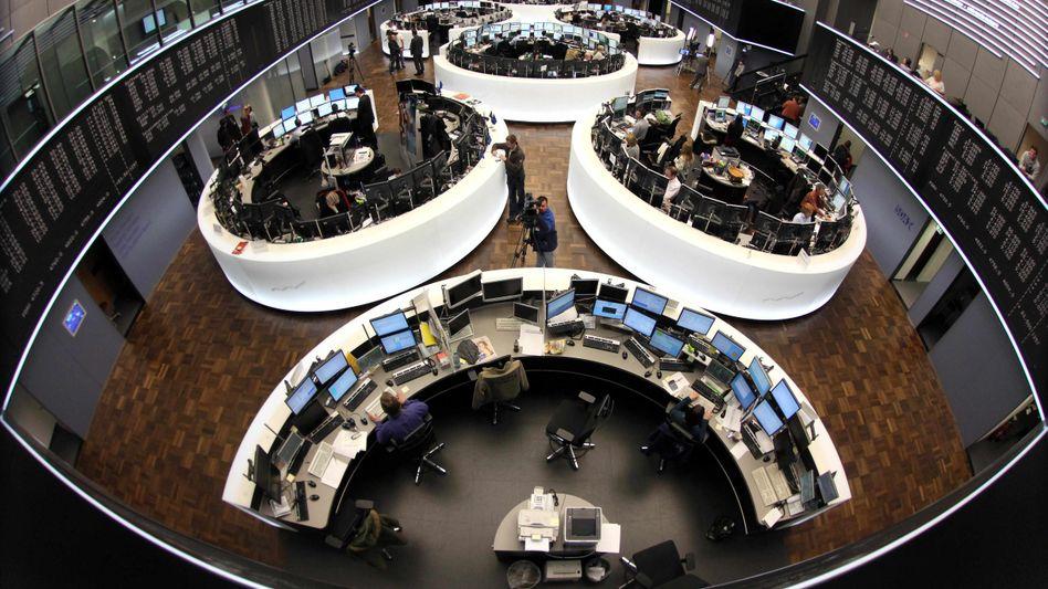 Börse in Frankfurt: Der Dax schließt knapp unter 4300 Zählern