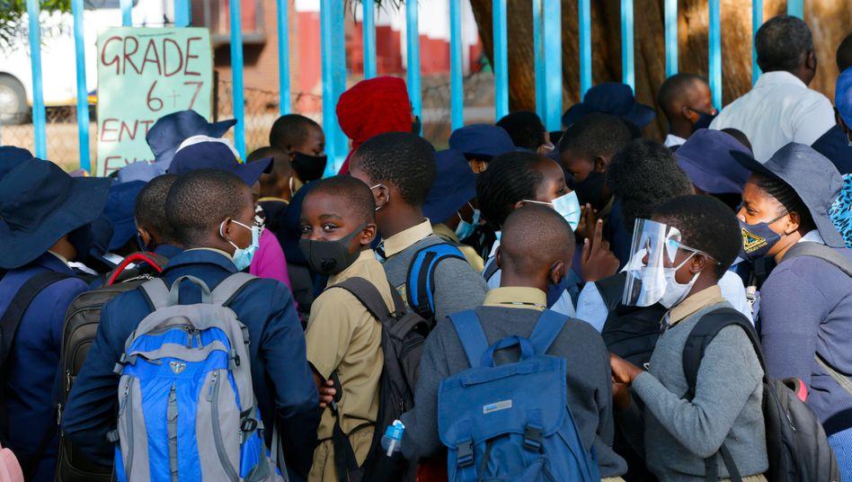 Schulkinder in Simbabwe: Nur ein sehr kleiner Bruchteil Bevölkerung auf dem afrikanischen Kontinent ist gegen das Coronavirus geimpft