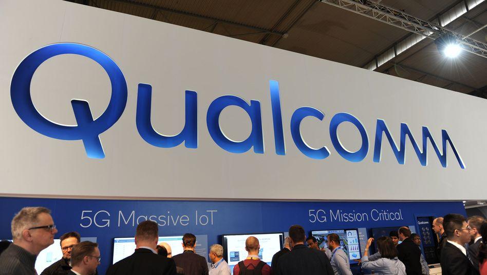 Messestand von Qualcomm in Barcelona: Für seinen Rückzug bei NXP muss das Unternehmen zwei Milliarden Dollar zahlen