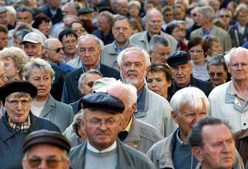 Rentenniveau: Langfristig fallende Löhne drücken auch die Schecks der Ruheständler