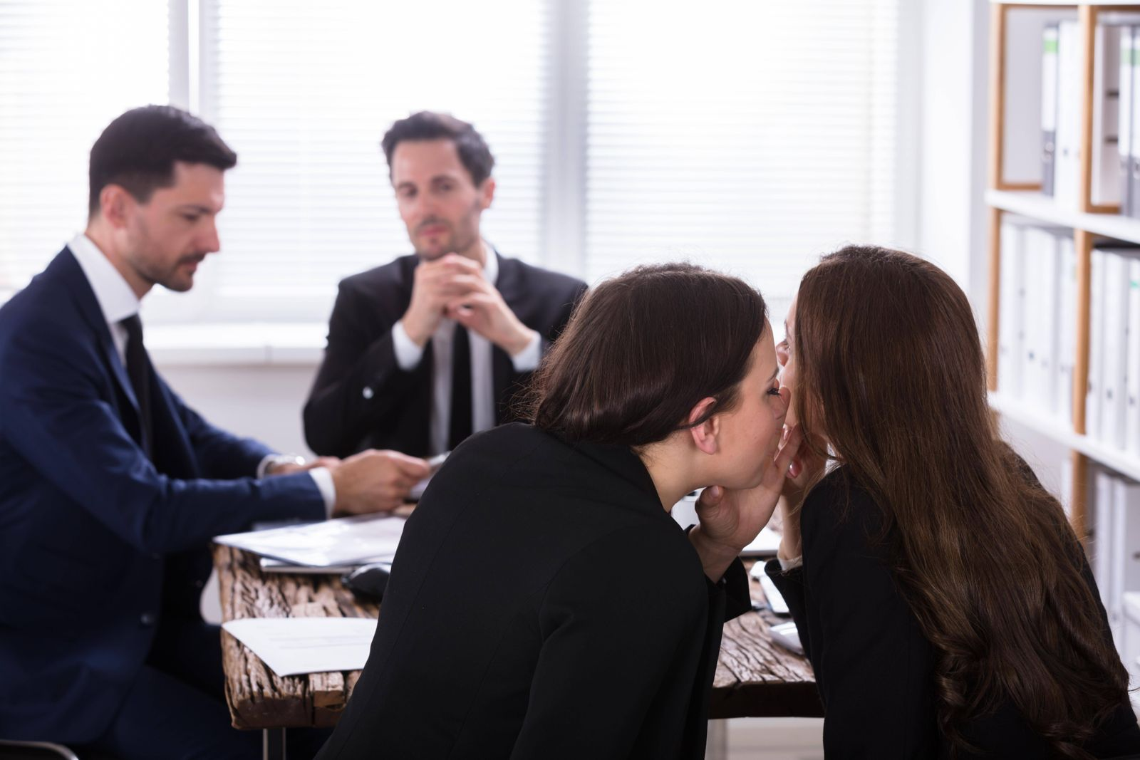 EINMALIGE VERWENDUNG Gossiping