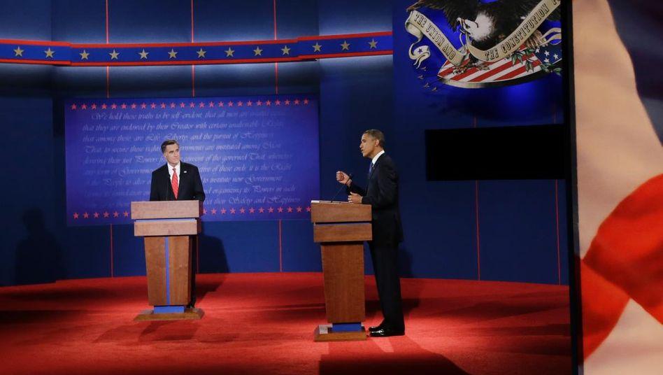 TV-Duell in Denver: Romney (l.) und Obama wollen noch in zwei weiteren Debatten um die Gunst der US-Wähler buhlen